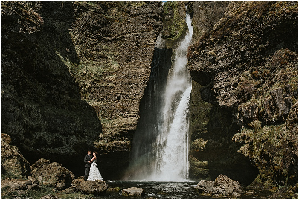 Session Waterfall Groom Bride
